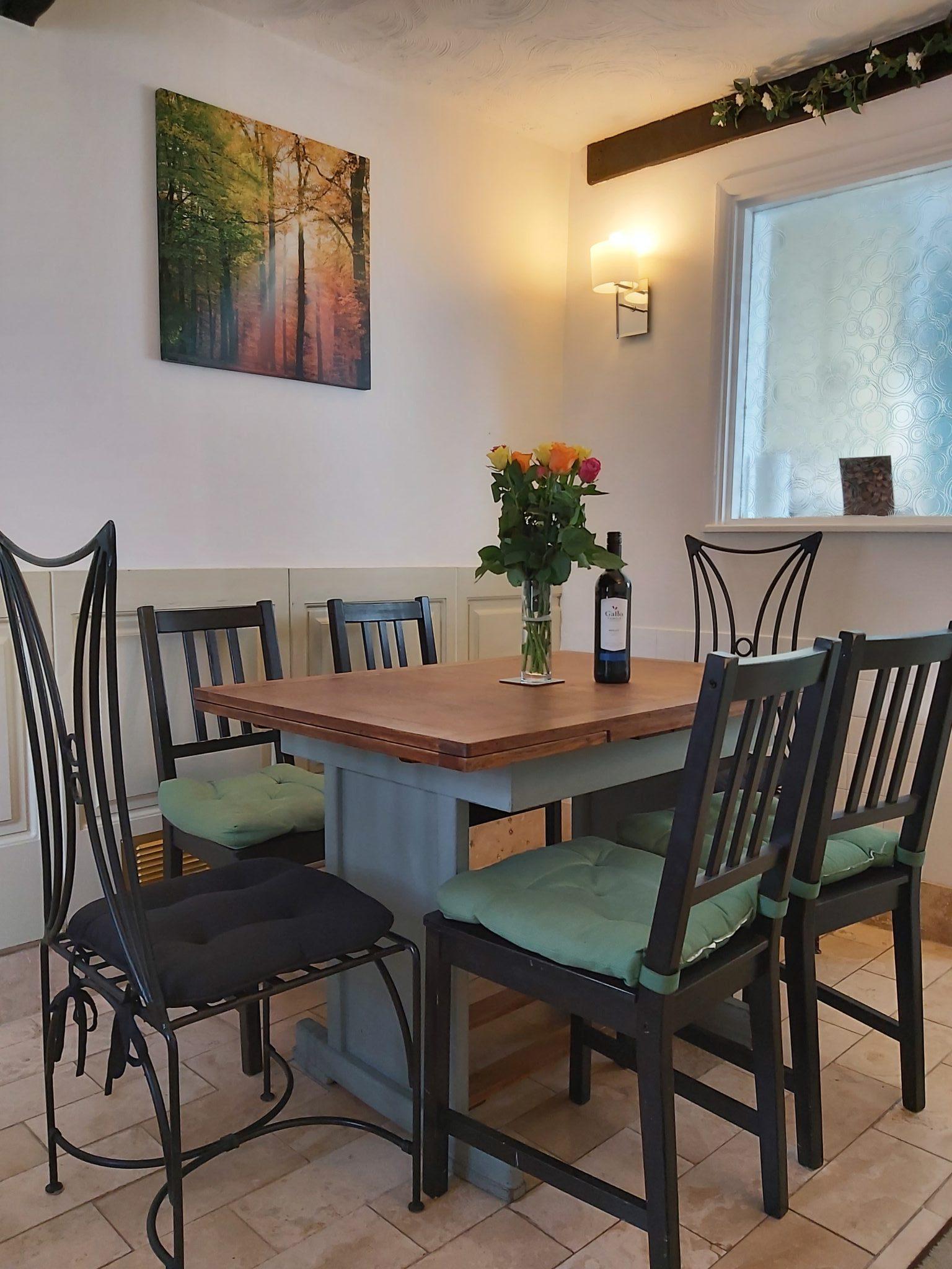 Dining room - flowers & wine